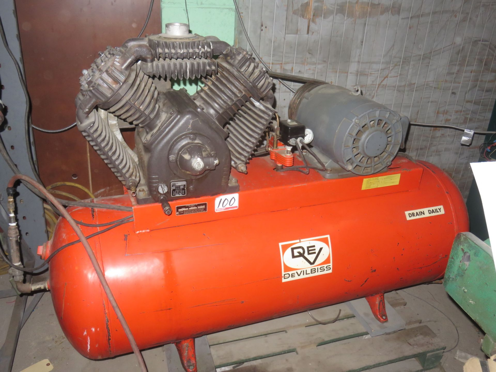 Lot 100 - DEVILBISS 15 HP AIR COMPRESSOR