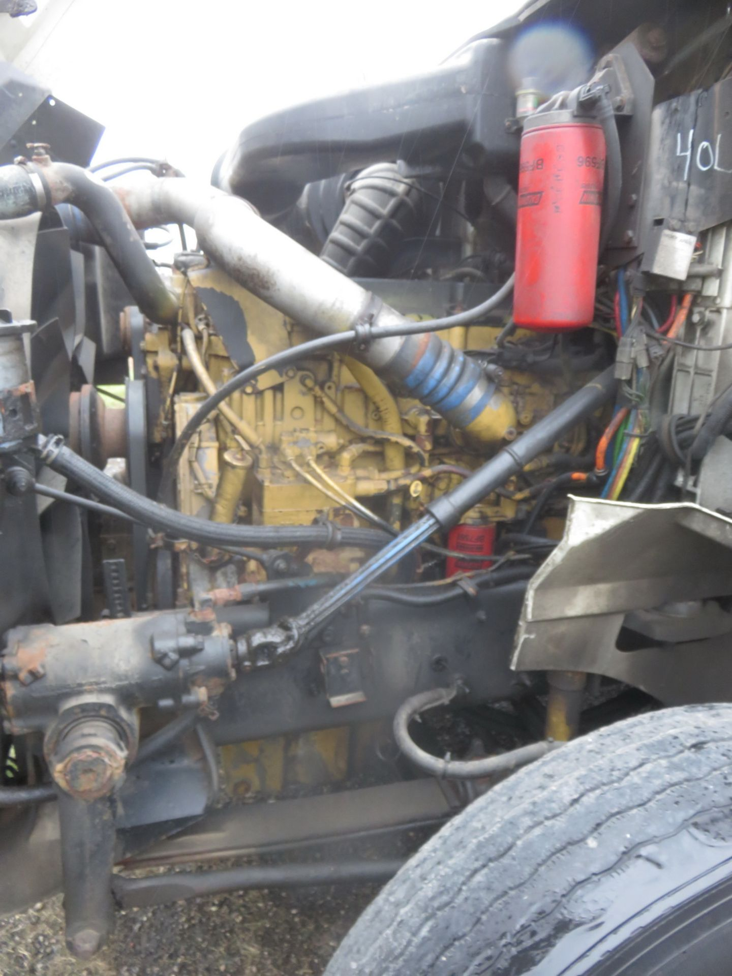 INTERNATIONAL NAVISTAR 9200I TANDEM AXLE HIGHWAY TRACTOR W/ CATERPILLAR C13 12.5L DIESEL ENGINE, - Image 4 of 5