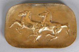 Hans Schröder (Saarbrücken 1930-2010 Saarbrücken)Spielende Pferde, Bronzeschale, 19,5 x 12,8 cm >>