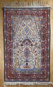 Sehr feiner Isfahan, Korkwolle auf Seide, Persien, 1980er Jahrein Pastelltönen, unter dem Mihrab ein