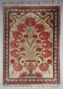 Ghom aus Seide, Persien, 1960-1980er Jahreprächtiges Motiv einer blühenden Pflanze in einer Vase