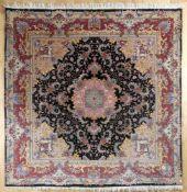 Täbris, Persien, 2. H. 20. Jh.Wolle mit Seide, sehr feine Knüpfung, florales Muster mit Rankwerk,