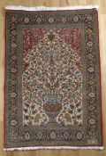 Ghom mit Vasenmotiv, Korkwolle, Persien, 1980er Jahredichte feste Knüpfung, unter dem Mihrab mit
