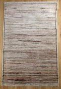 Sigler-Teppich mit Streifendekor auf beigem Grund, Pakistan, 2. Hälfte 20. Jh.reine Schurwolle,