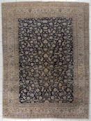 Nain, Persien, 1980er Jahre Korkwolle mit Seideschöner dezenter Teppich mit einem tiefblauen