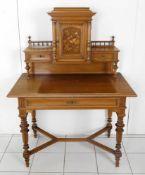Schreibtisch mit Aufsatz, deutsch, um 1880-1900, wohl Niederhöfer EdenkobenNussholz massiv und