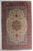 Isfahan, Korkwolle auf Seide, Ende 20. Jh.überaus schöner Teppich in feinster Knüpfung 1 Mio/Kn./qm,