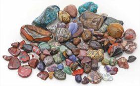 Konvolut Trommelsteine aus verschiedenen Mineralienund in unterschiedlichen Größen.