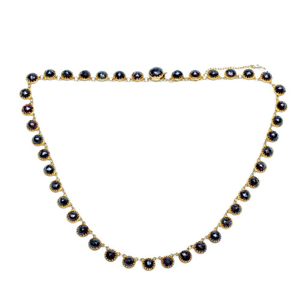 Lot 11 - 14krt. Gouden collier, 19e eeuw,bestaande uit ronde schakels, ieder gezet met een gefacetteerde