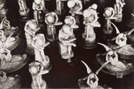 BAUHAUS. – Herbert Bayer(1900-1985). Vitrinenstolz mit Amor und Psyche, Fotografie, 30er Jahre,