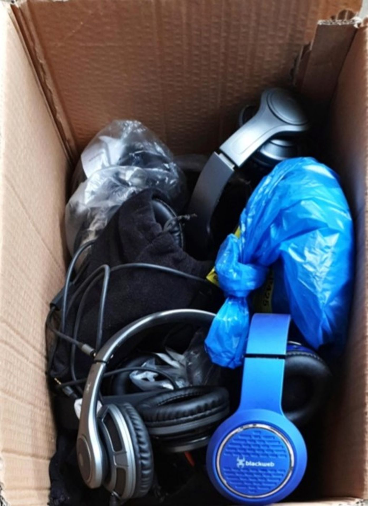 Lot 16 - 1 LOT TO CONTAIN ASSORTED HEADPHONES / MODELS, COLOURS AND CONDITIONS VARY / APPROX 10 ITEMS (