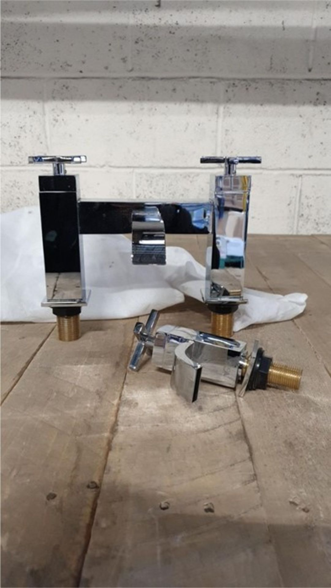 Lot 49 - 1 BAGGED SET OF VOGUE CHROME MODERN TAPS, 1 SINGLE HOT TAP , 1 DOUBLE HOT AND COLD TAP (VIEWING