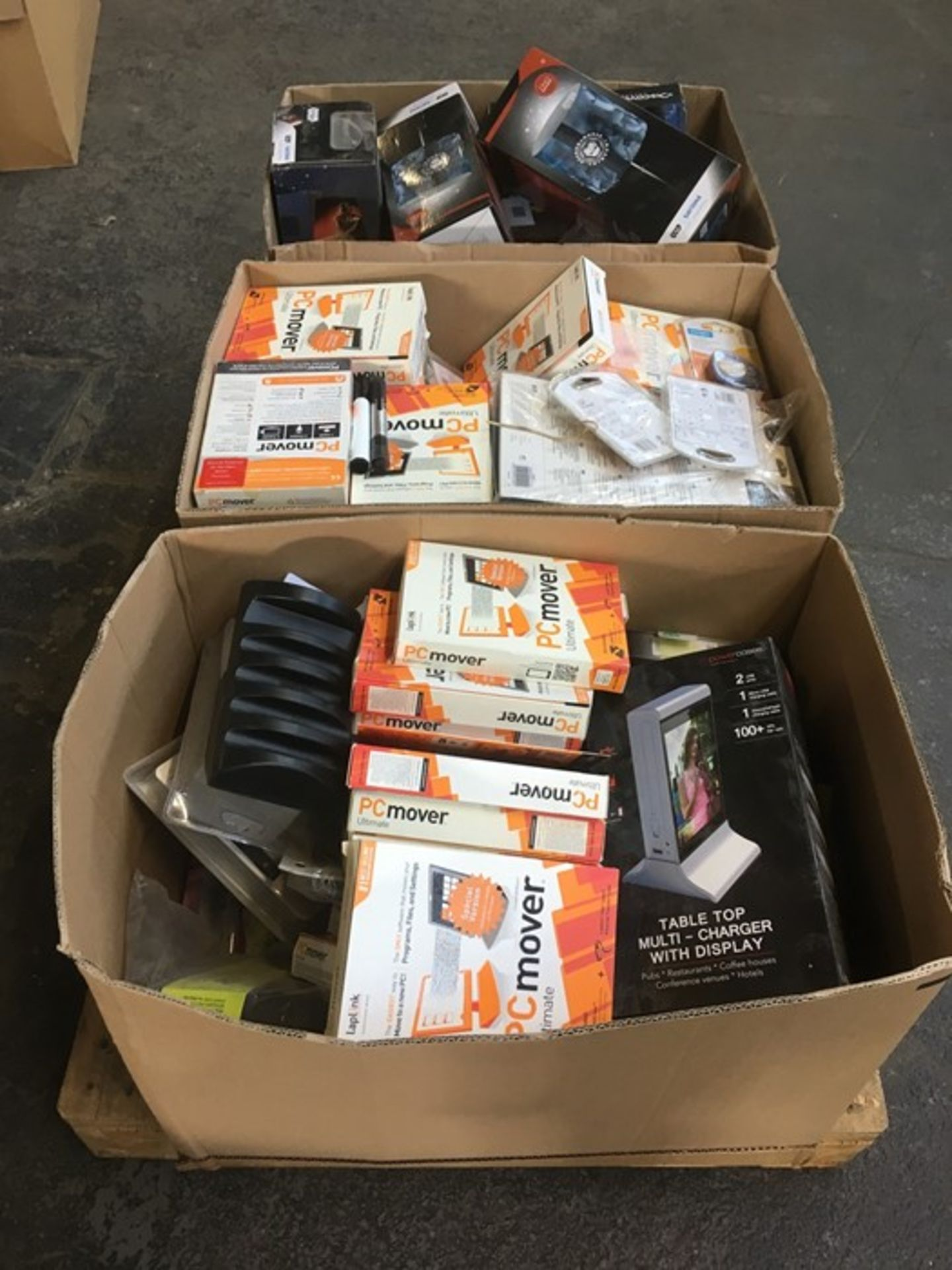 Lotto 38 - 1 LOT TO CONTAIN ASSORTED RANDOM ITEMS / INCLUDING BOOKS, PC MOVER SOFTWARE AND MUGS / PN - 671 (