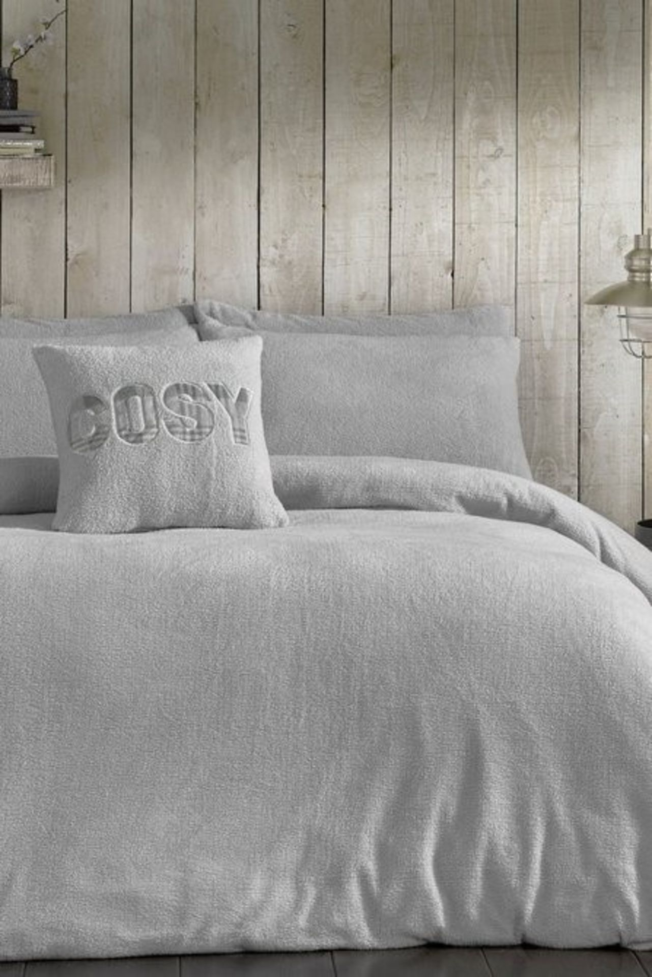 Lot 25 - 1 BAGGED COSY TEDDY PAIR OF PILLOWCASES IN SILVER GREY / RRP £19.99 (PUBLIC VIEWING AVAILABLE)
