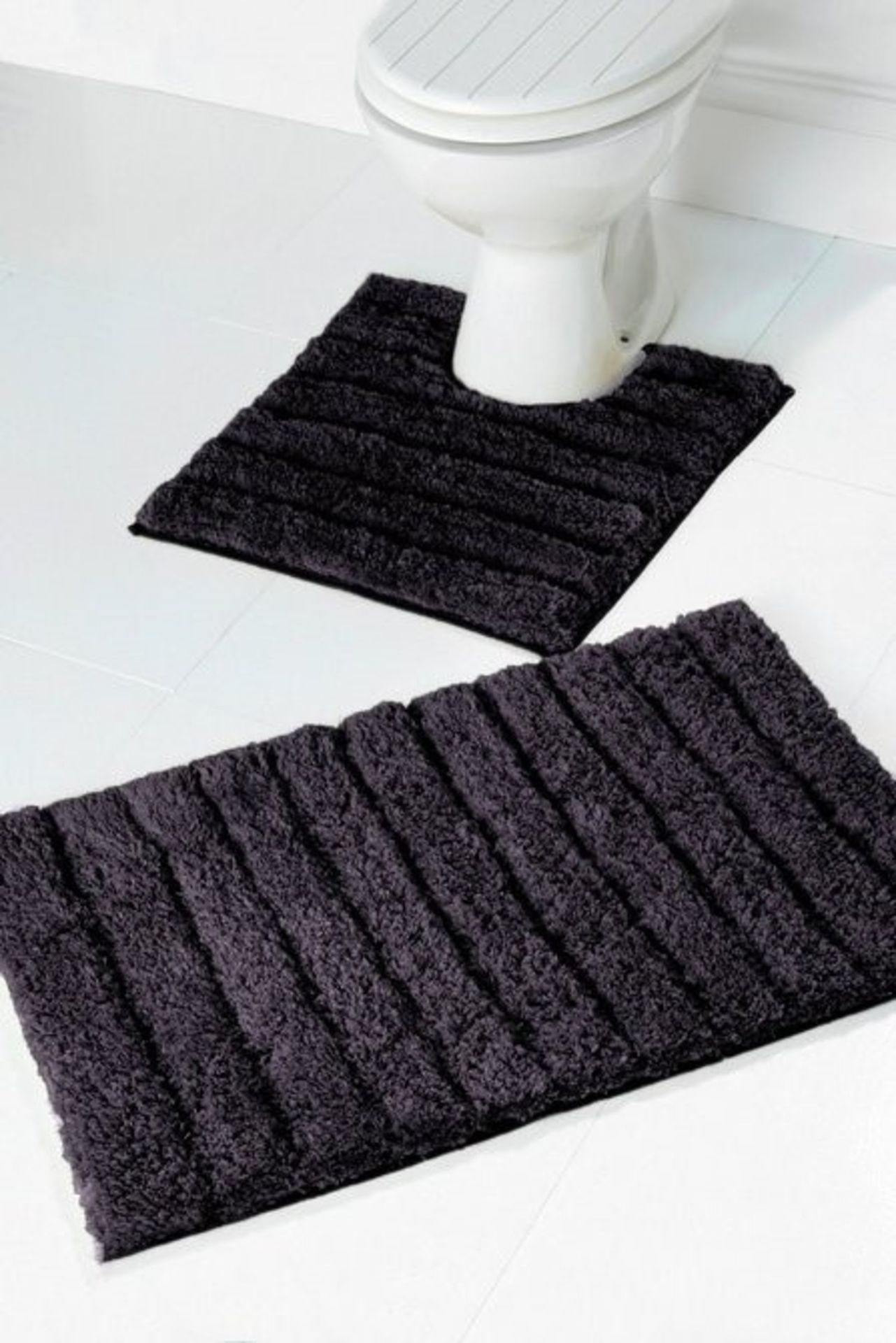 Lot 93 - 1 BAGGED SUPERSOFT SPARKLING BATH MAT SET IN CHARCOAL (PUBLIC VIEWING AVAILABLE)