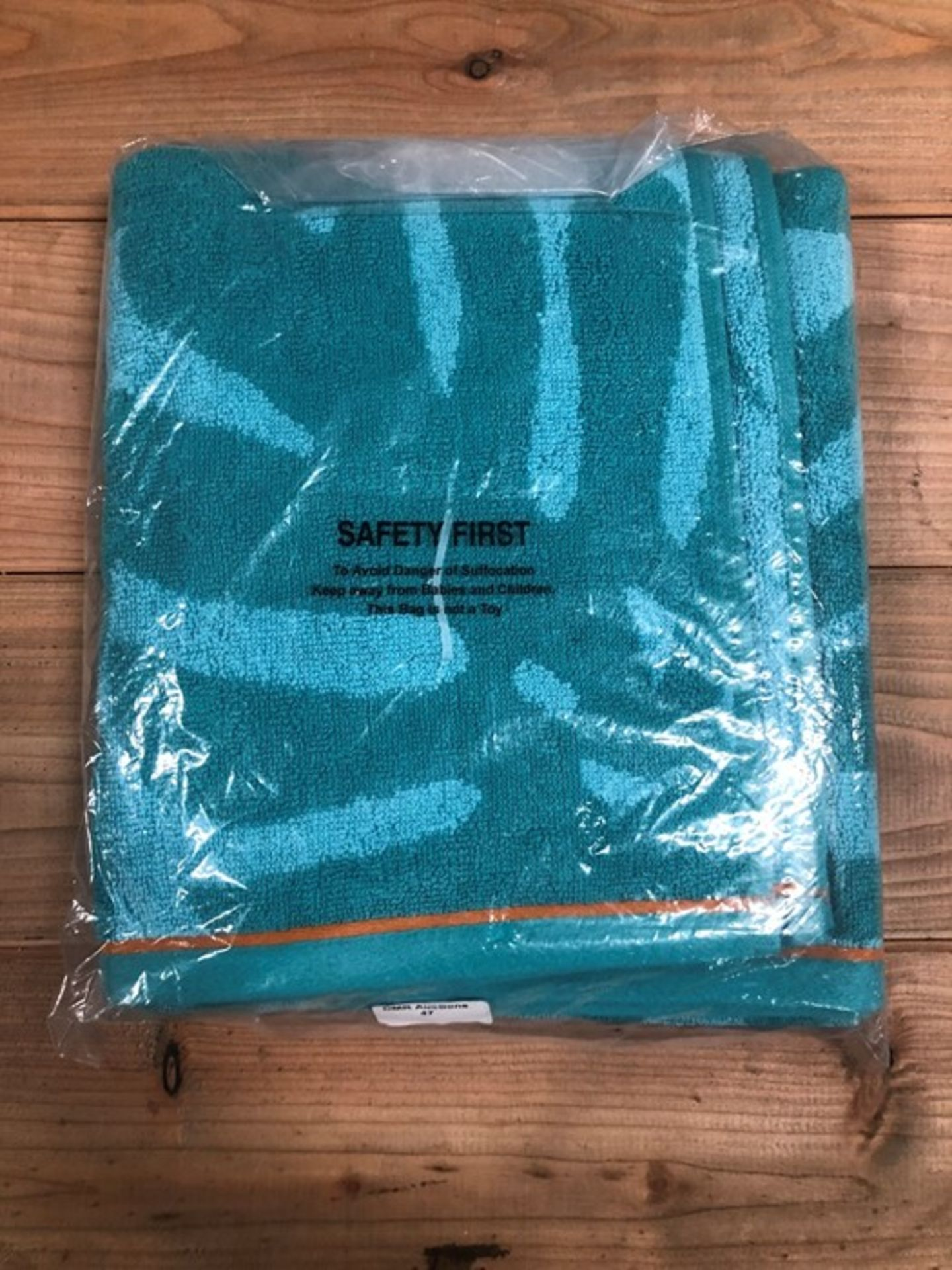 Lot 47 - 1 AS NEW BAGGED GOOD VIBES HAND TOWEL IN TEAL (PUBLIC VIEWING AVAILABLE)