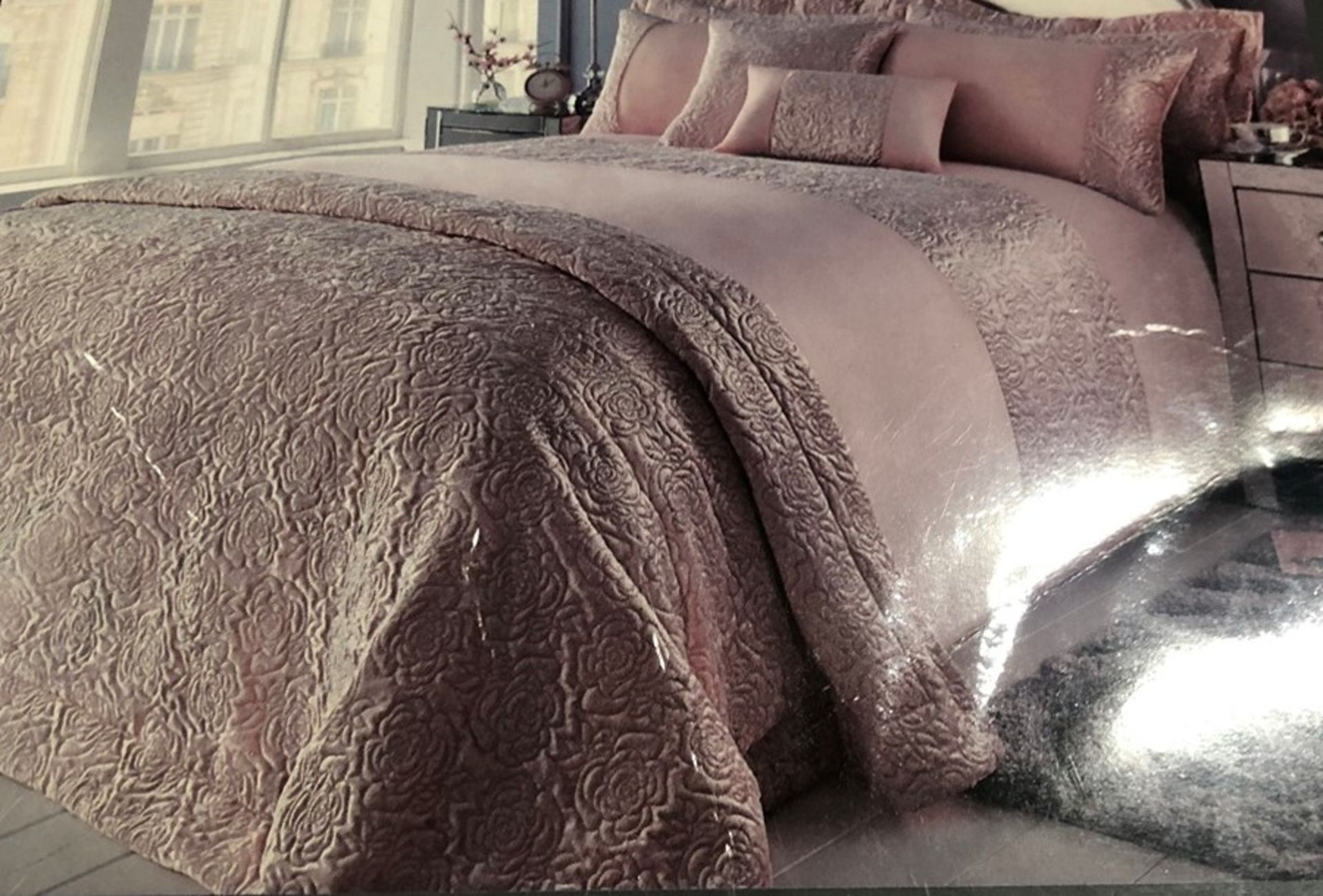 Lot 52 - 1 BAGGED CRUSHED VELVET DUVET SET IN CHAMPAGNE / RRP £87.99 (PUBLIC VIEWING AVAILABLE)