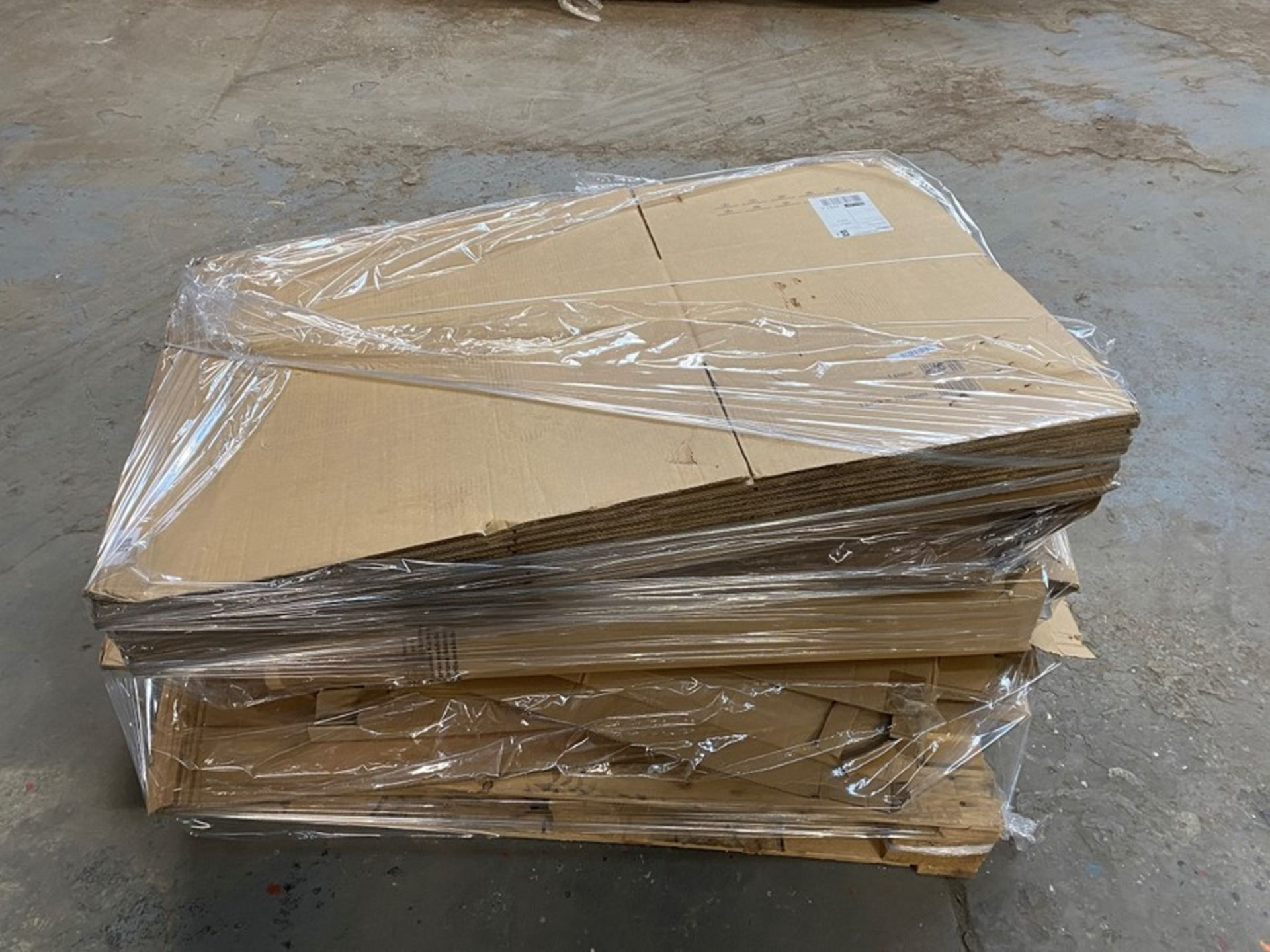 Lot 22 - 1 LOT TO CONTAIN ASSORTED CARDBOARD AND CARDBOARD BOXES / COLOUR, SIZES AND CONDITIONS MAY VARY (