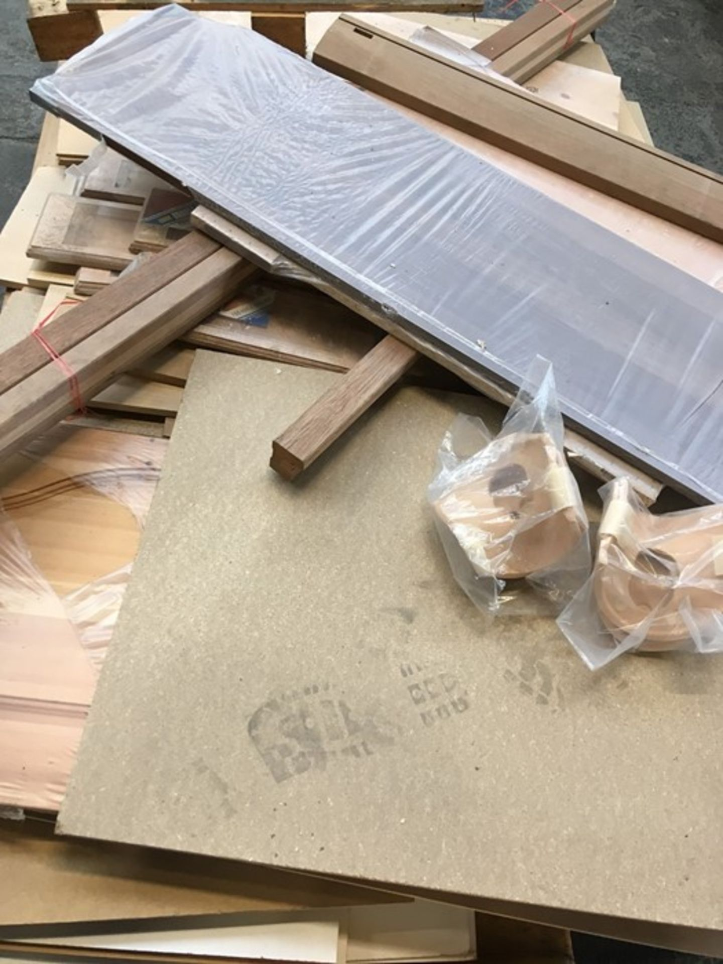Lot 35 - 1 LOT TO CONTAIN ASSORTED WOOD / COLOUR, SIZES AND CONDITIONS VARY / PN - NPN (PUBLIC VIEWING