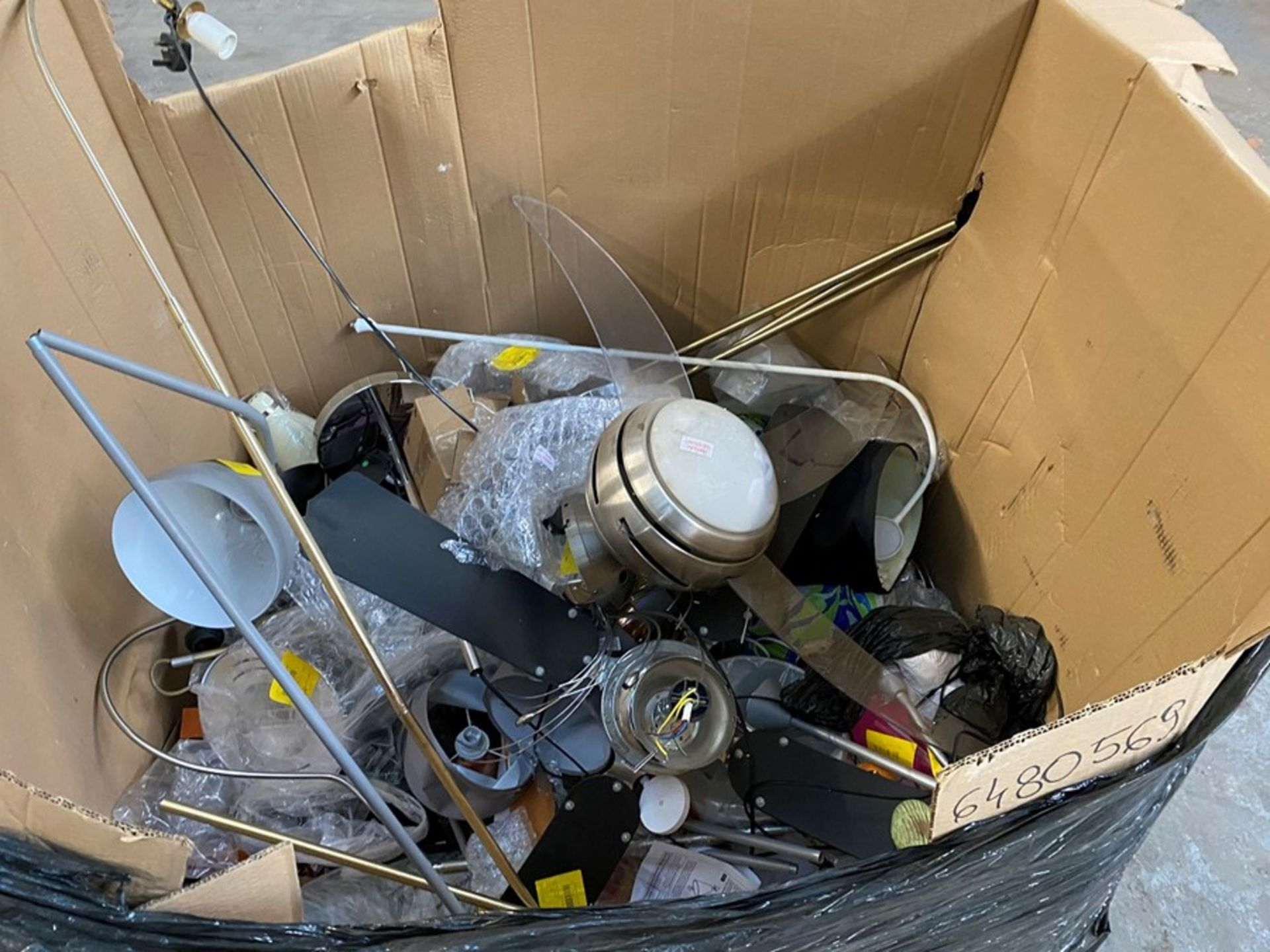 Lot 16 - 1 LOT TO CONTAIN ASSORTED UNTESTED LIGHTS, LAMPS AND LAMPSHADES (PUBLIC VIEWING AVAILABLE)
