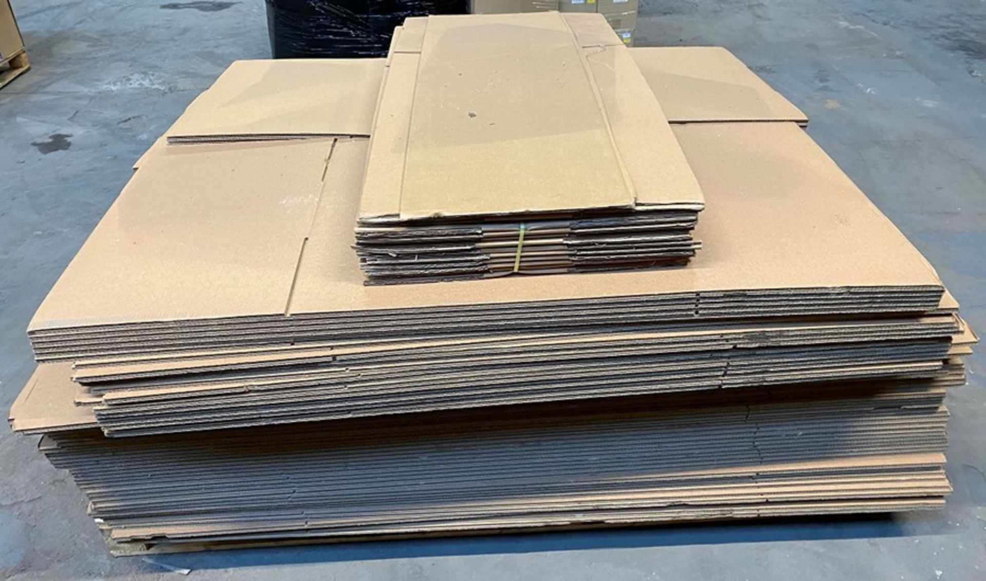 Lot 41 - 1 LOT TO CONTAIN ASSORTED CARDBOARD AND CARDBOARD BOXES / COLOUR, SIZES AND CONDITIONS MAY VARY (