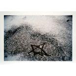 Dahn, WalterFarbphotographie auf Photopapier, 28,1 x 40 cmKleiner Stern im Schnee (2002)Verso