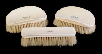 ϒ A gentleman's ivory dressing table brush set