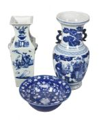 A Chinese blue and white two-handled vase