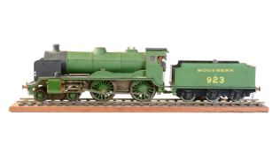 A well engineered 0 gauge model of a live steam Southern Railway 4-4-0 tender locomotive No 923