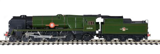 A gauge 1 model of a British Railways 4-6-2 rebuilt Merchant Navy Class tender locomotive No 35028