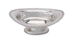 [WWI interest] An Edwardian silver oval pedestal dish by Munsey & Co.