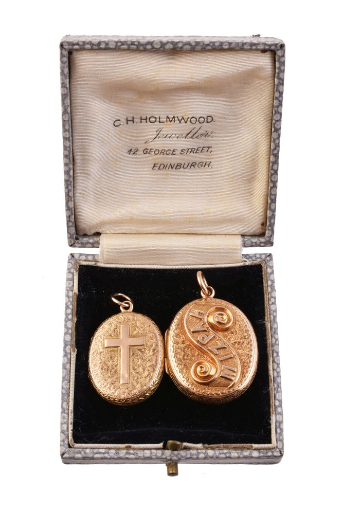 Lot 839 - A gold coloured Mizpah locket