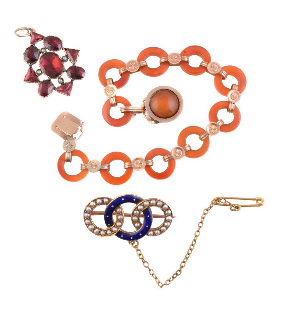 Lot 838 - A cornelian bracelet