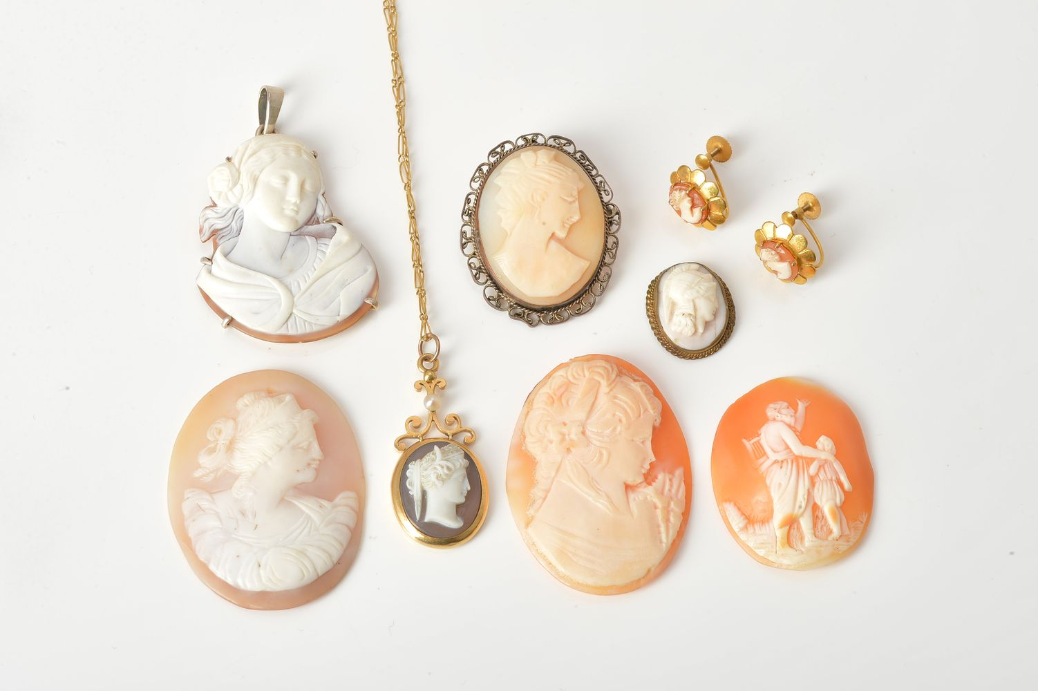 Lot 848 - A group of cameo jewellery