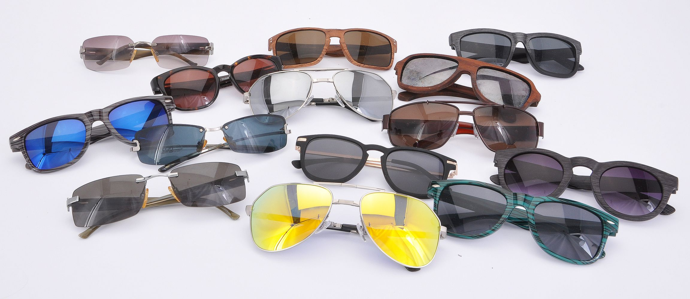 Lot 1089 - A collection of unbranded sunglasses