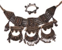 ϒ A Bedouin collar necklace