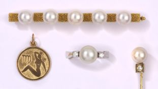 Konvolut Vier Teile585- Gelb- und Weißgold, Perlen und Brillanten. Anhänger 333- Gold, zus. 17 g.