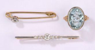 Aquamarinring und zwei Anstecknadeln585-Gelb- und Weißgold. Brillanten und Diamanten. L 5,5 cm