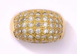Ring750- Gelbgold, besetzt mit 59 Brillanten.