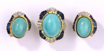 Ring und ein Paar Ohrclips750- Gelbgold. Türkis Cabochons. Diamanten und Safire. Ringkopf: 3,5 x 2,5