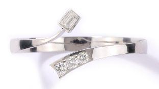 Armspange585-Weißgold, punziert. Diamant (Emerald-Cut), 1,04 ct, wesselton, lupenrein. Drei