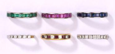 Sechs Ringe750- Gelb-/Weißgold, Brillanten, Rubine, Safire, Smaragde u.a. (ein Ring 585- Gold)