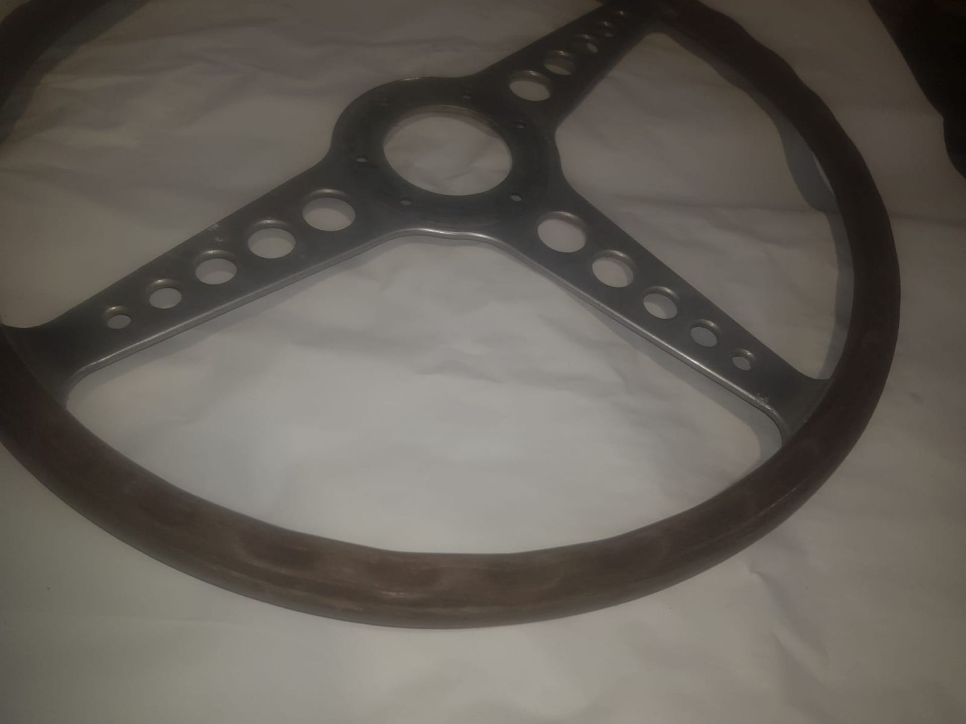 Lot 7 - E TYPE JAGUAR STEERING WHEEL