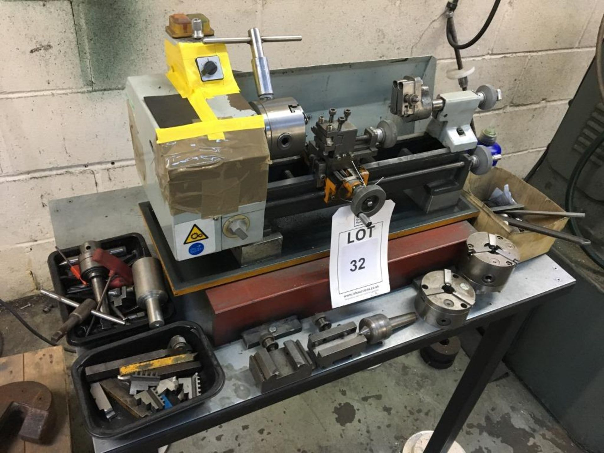 Lot 32 - Small bench mounted lathe with a quantity of tooling