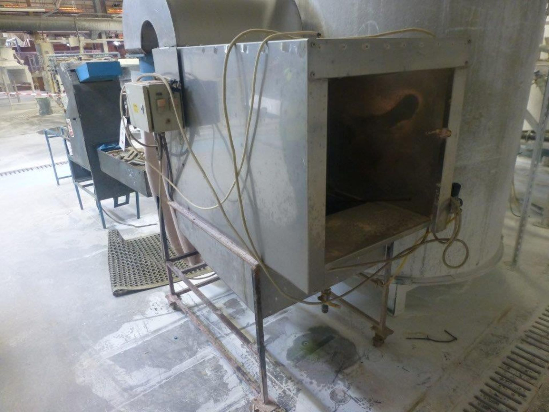 Lot 99 - Stainless steel mobile spray enclosure with integral dual bag filtration unit, enclosure size