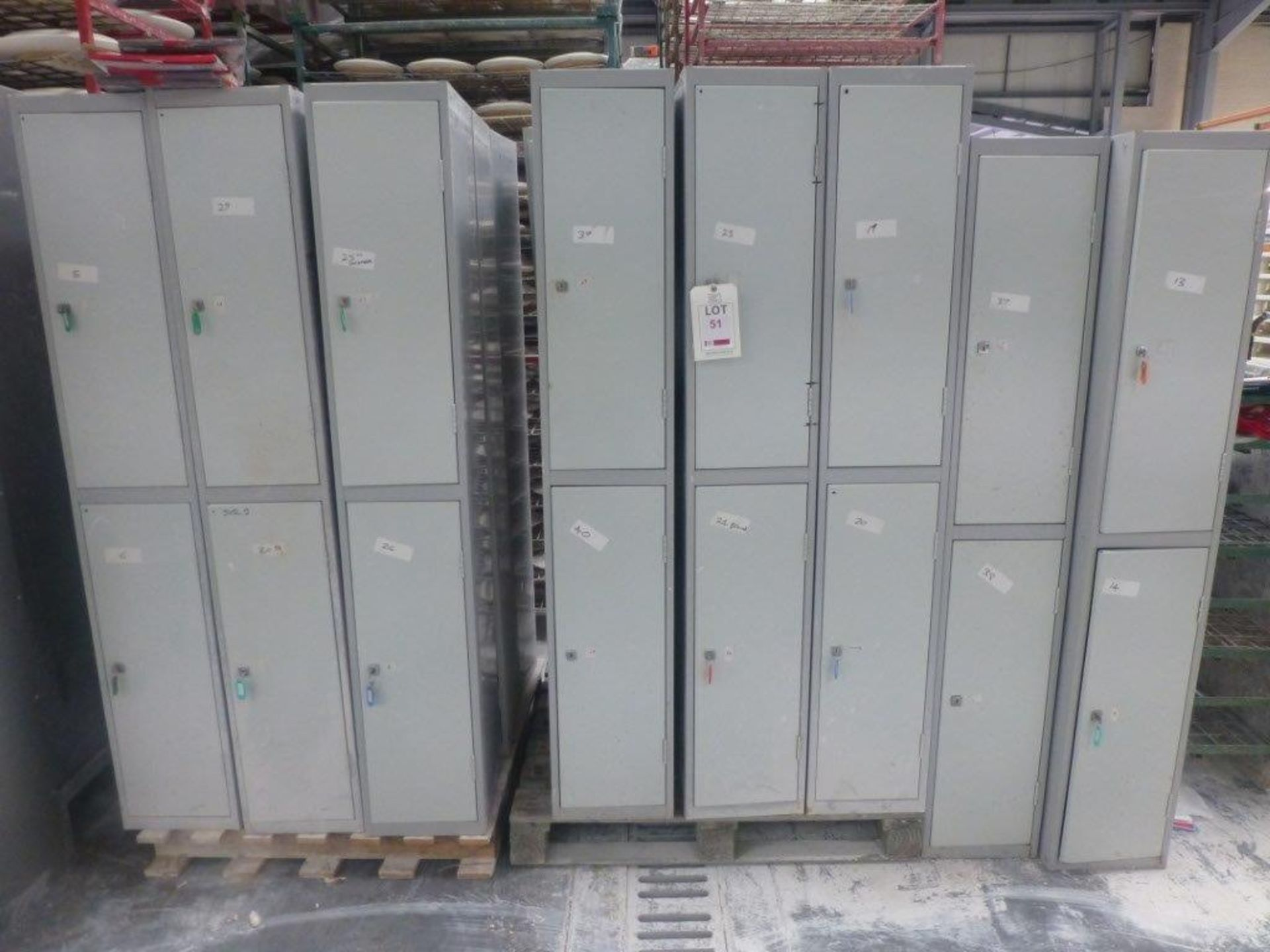 Lot 51 - 20 steel double door personnel locker units