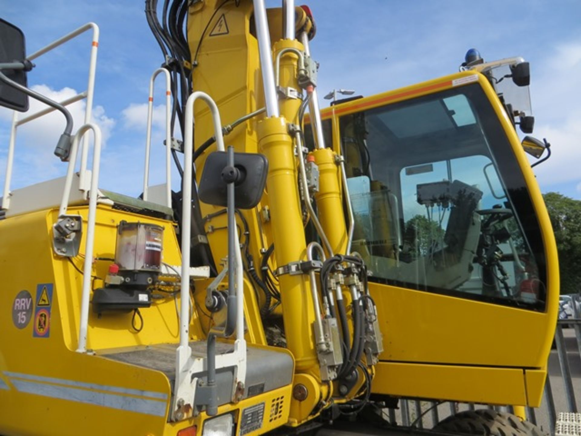 Lot 6 - Liebherr A900C ZW road / rail excavator s/n 364 (2013) running hours approx 2,500. On-Track Plant