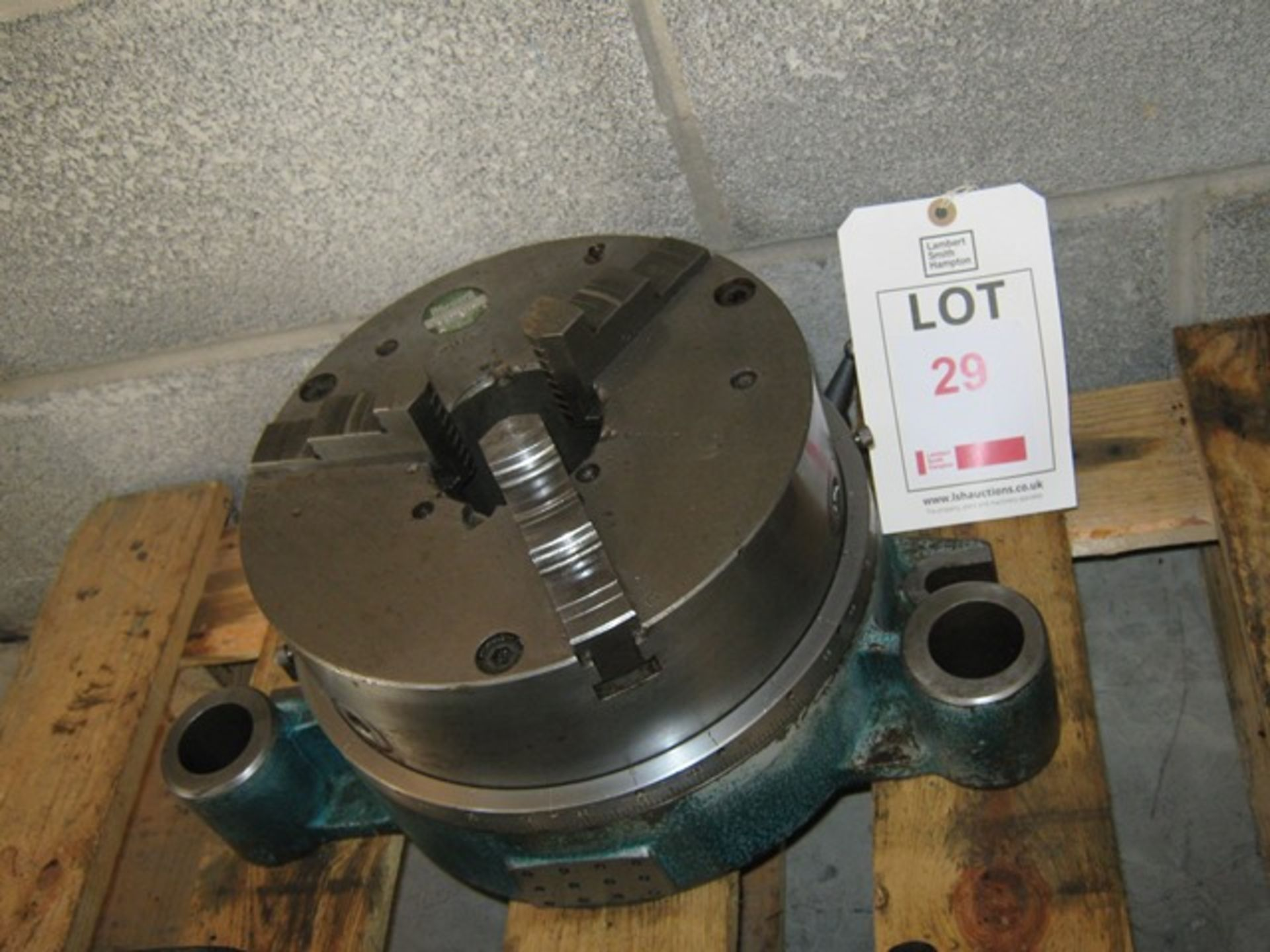 "Lot 29 - Indexing chuck fitted with 10"" Pratt 3 jaw"