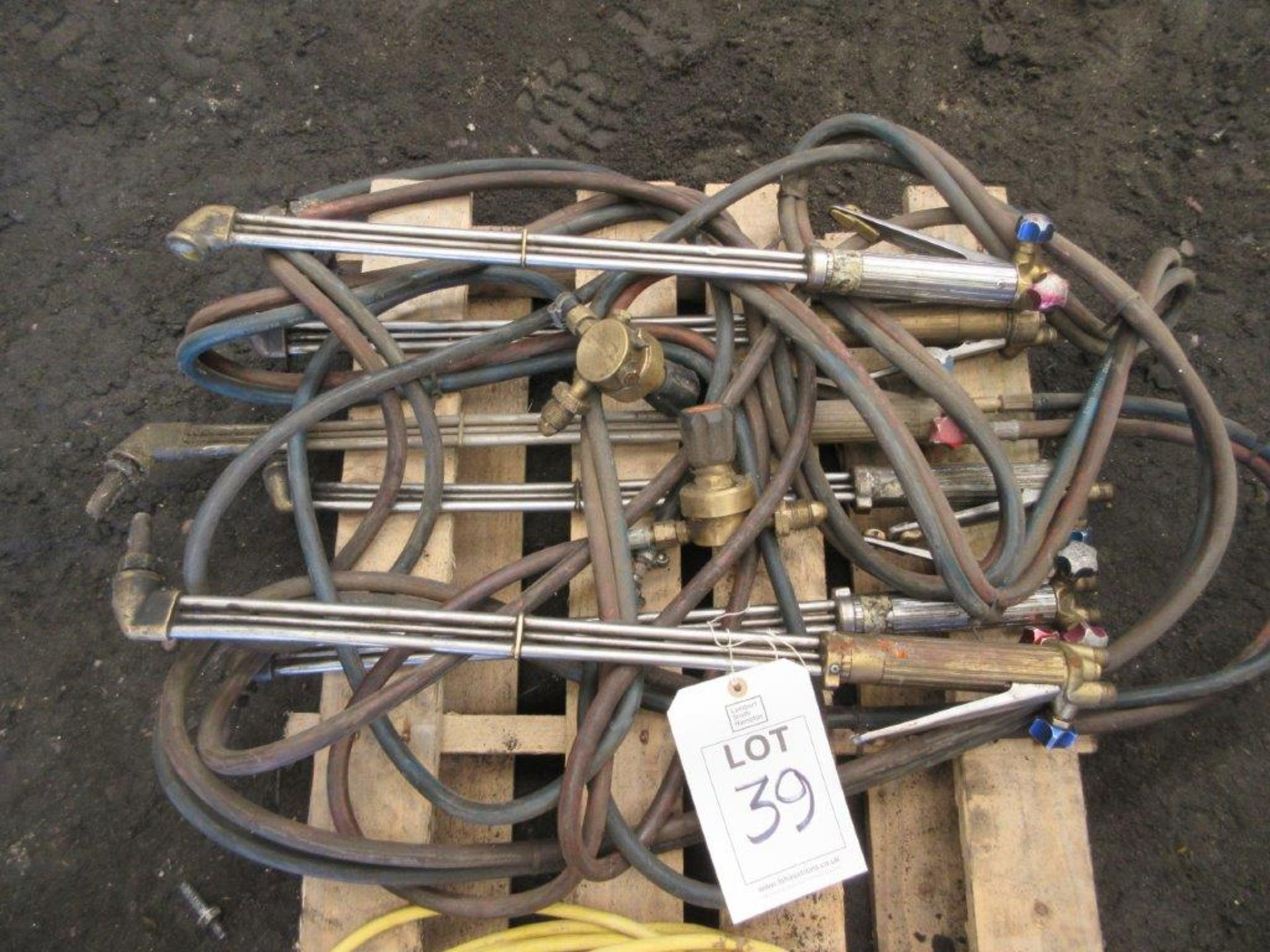 Lot 39 - 7 used and 1 as new oxyacetylene gas torches and 1 electric extension cable