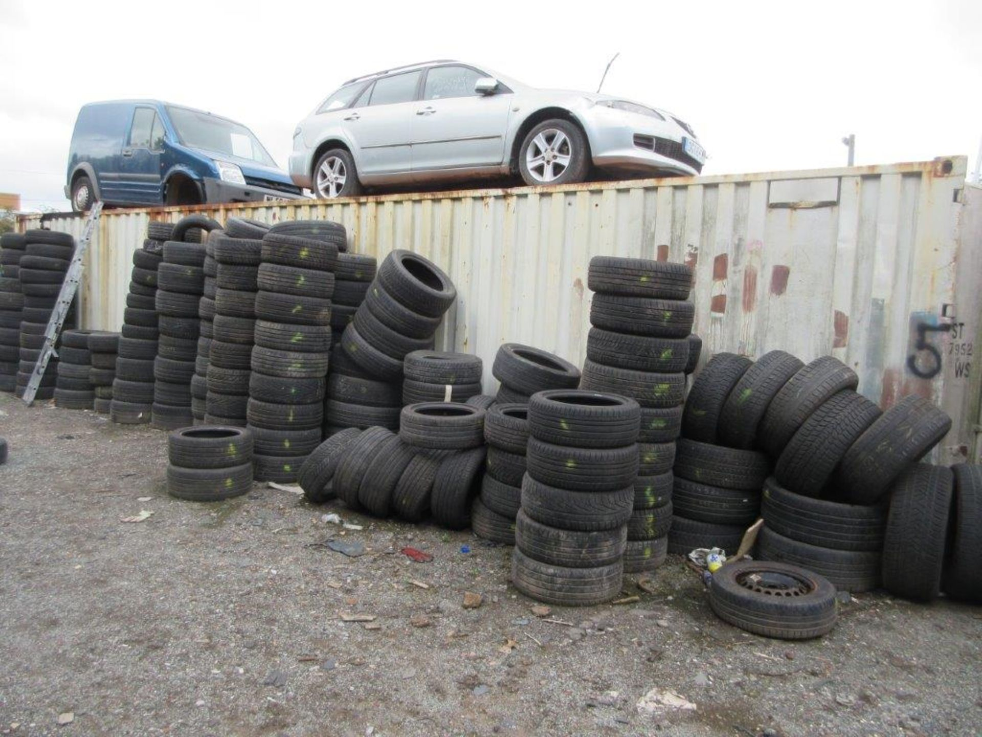 Lot 5 - White steel shipping container, 40 ft. x 8 ft. approx. (Tyres included with Lot 1). *NB: A work